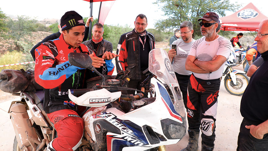 HRC-rijder op Africa Twin in briefing